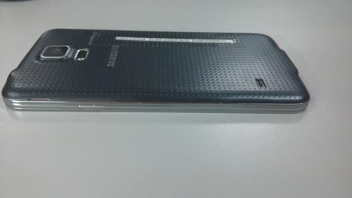 Samsung Galaxy S5 ด้านขวา