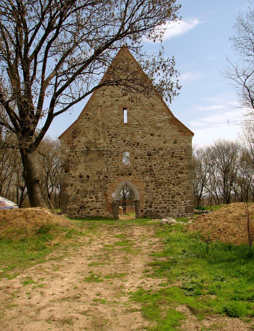 Pustý kostol počas rekonštrukcie, stav z r. 2013