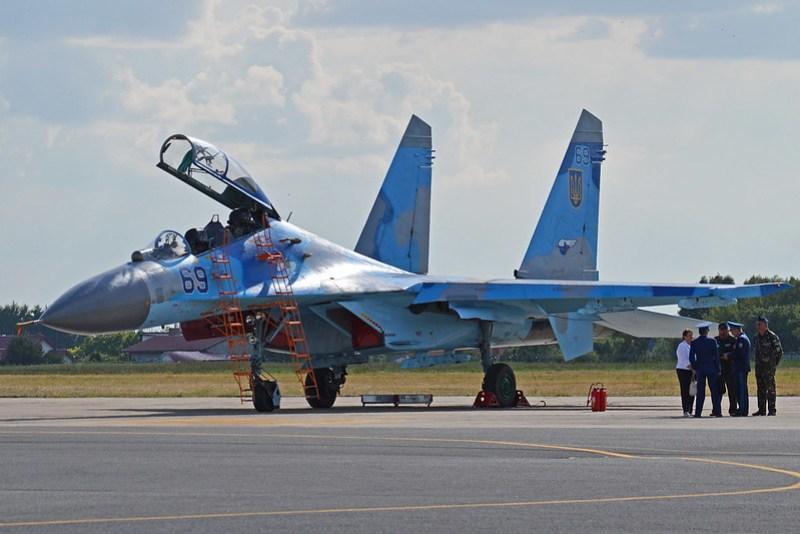 Sukhoi Su-27UB Flanker-C '69 blue'