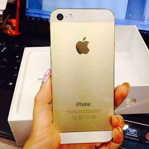 Singapore Lifestyle Blog, nadnut,  iPhone 5S, iPhone 5S Gold, iPhone 5S 64GB