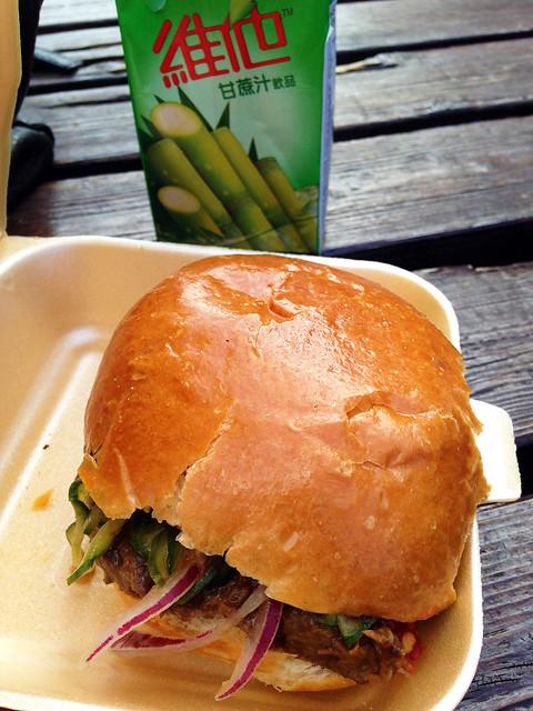 rendang-burger-sambal-shiok