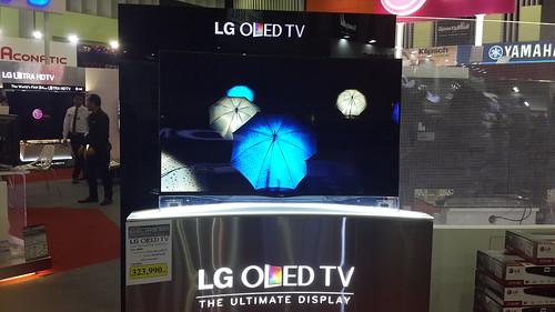 เทคโนโลยีล่าสุด จอ OLED แบบโค้ง 55 นิ้ว จาก LG