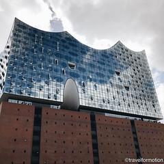 #iconic #hamburg #hamburg_de #ahoihamburg #igershamburg #visithamburg #explorehamburg #traumstadt #speicherstadt #igershh #welovehh #igersgermany #germany #architecture #architecturephotography #vsco #vscocam #clouds #elbphilharmonie #reflections