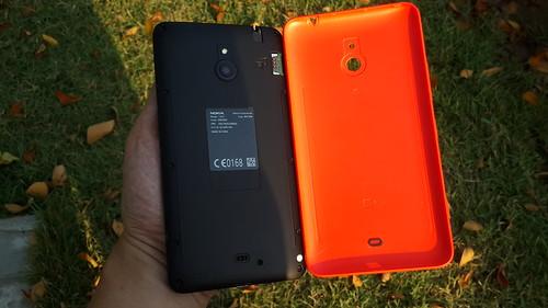 Nokia Lumia Lumia 1320 แกะฝาหลังออกมา