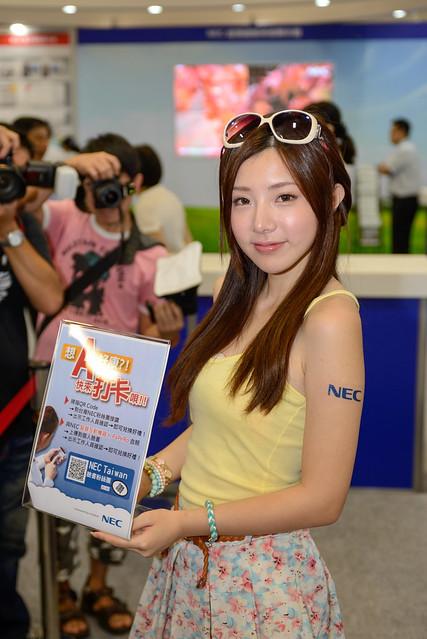 【NEC 攤位 - 陳思穎 Zora】可謂本展場最夯的 model