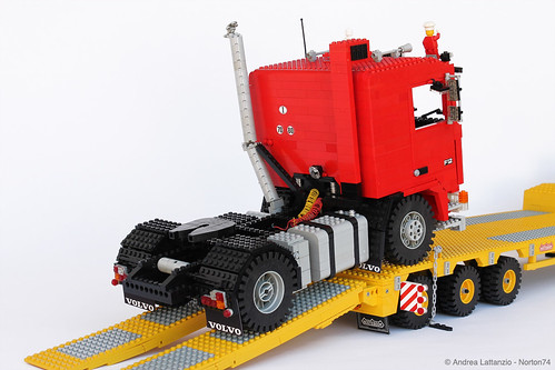 VOLVO F12 INTERCOOLER 1:13 SCALE LEGO® MODEL + NOOTEBOOM SEMITRAILER