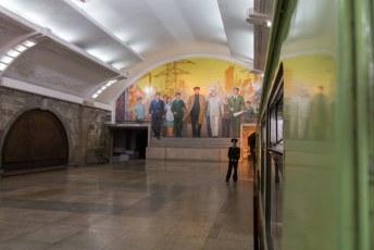 'Als je raad wie de figuur in het midden op de muurschildering is kunnen we vertrekken', zei onze gids.