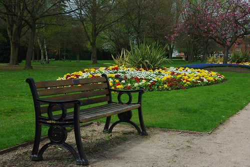 20130503-08_Top Green Bench + Flowers - Kenilworth Road Coventry by gary.hadden