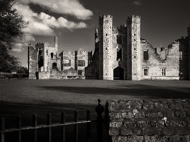 20131023-Cowdray Ruins 2-2.jpg