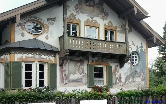 Fachada del cuento caperucita en Oberammergau
