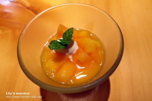 芒果奶酪滋味清爽,又有新鮮的美味芒果,用這個當作結尾真好。