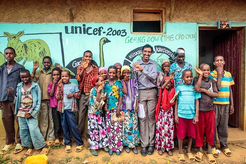 Tiye Fayissa of Unicef Ethiopia poses for photo with students at Oda Aniso Primary School in Oromia Region of Ethiopia