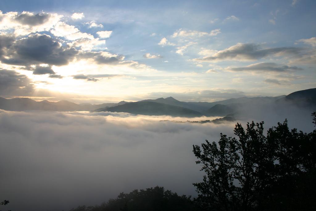 7. Niebla en el valle. Autor, Elarequi61