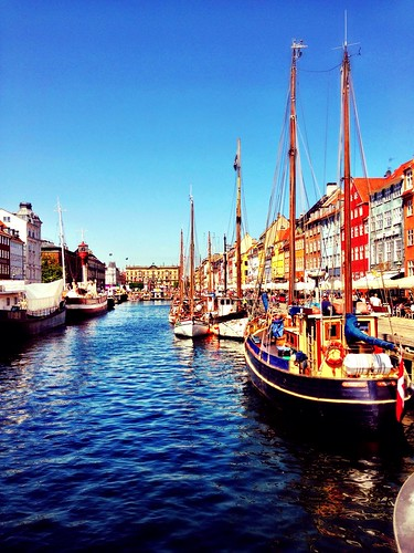 Looking on to Nyhavn by SpatzMe