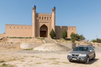 We reden voor we weer terug gingen naar Choedzjand nog even omhoog voor een foto.