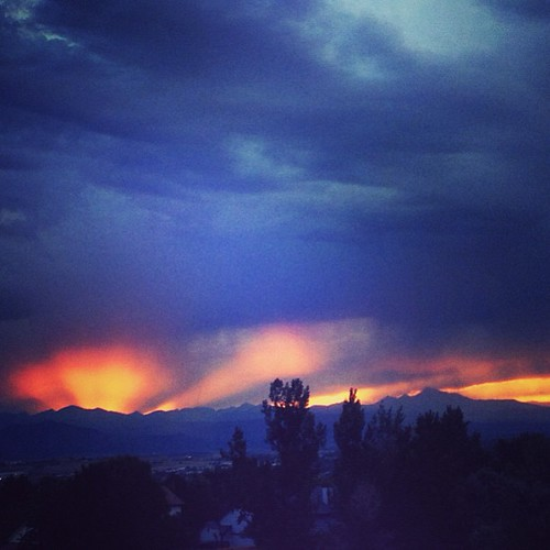 Sun setting over the Rockies by @MySoDotCom
