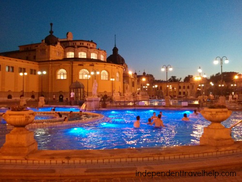 Széchenyi Thermal Baths at night