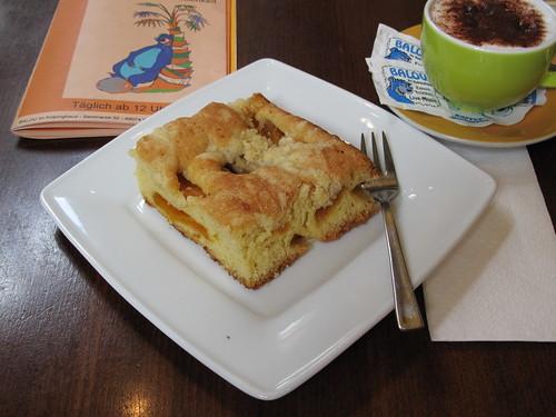 Aprikosenkuchen im Kneipen-Cafe-Restaurant Balou in Osnabrück