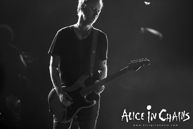 Jerry Cantrell getting mellow - Singapore Rock fest 2014