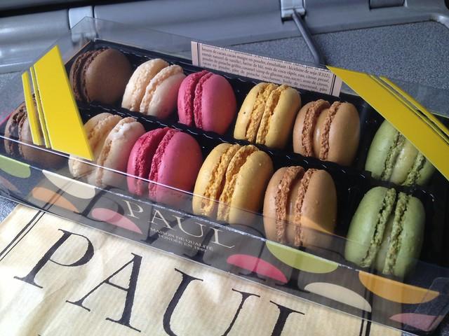 Assorted macarons - Paul