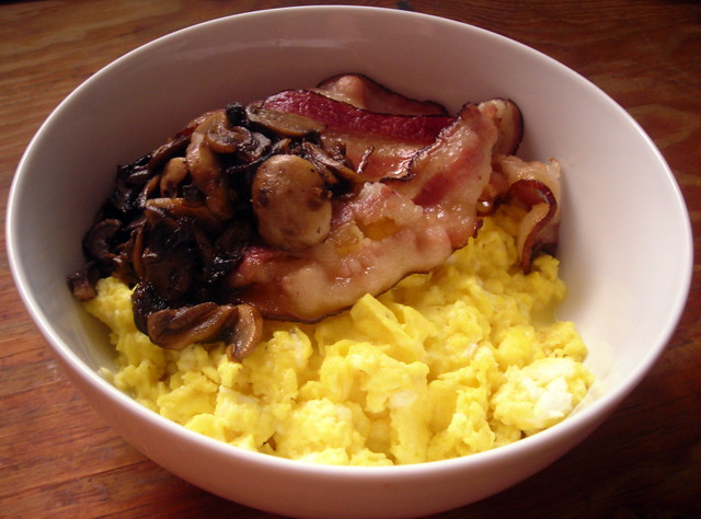 Creamy scrambled eggs, with smoked bacon and champignon mushrooms