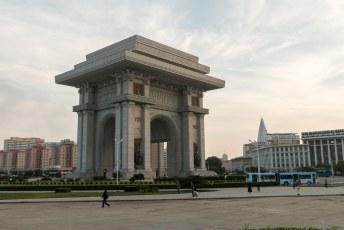Deze Arc de Triumph is, hoe kan het ook anders, groter dan die in Parijs.