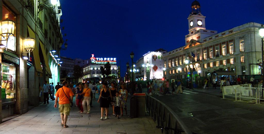 4. Ambiente nocturno en la Puerta del Sol. Autor, Mallol