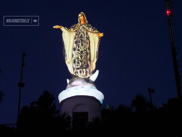 """@HechoenCasaFest en @PARQUEMET_ Intervención """"Madre en Virgen"""" en el Cerro #SanCristóbal de #Santiago, cierre de #HechoEnCasa2"""