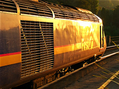 RD1073.  Golden glints on a First Great Western HST at Bath Spa.
