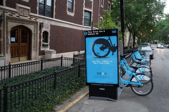 Divvy Station at Pine Grove/Addison