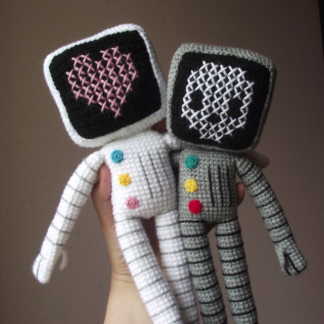 Roger the robot (skull & heart versions)
