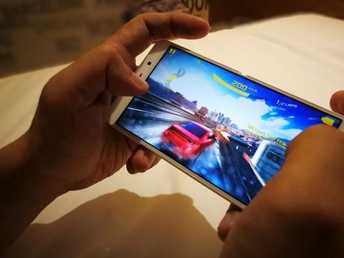 เล่นเกม Asphalt 8: Airborne บน Huawei GR5 2017