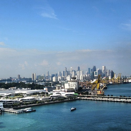 A view of the #singapore CBD from the Jewel Cable Car by @MySoDotCom