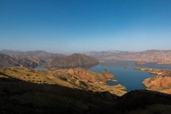 We reden weer terug naar Doesjanbe via het stuwmeer van Nurek.