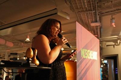 Karin Denfors var konferencier under prisutdelningen. I förgrunden Guldsvanen och Guldägget.