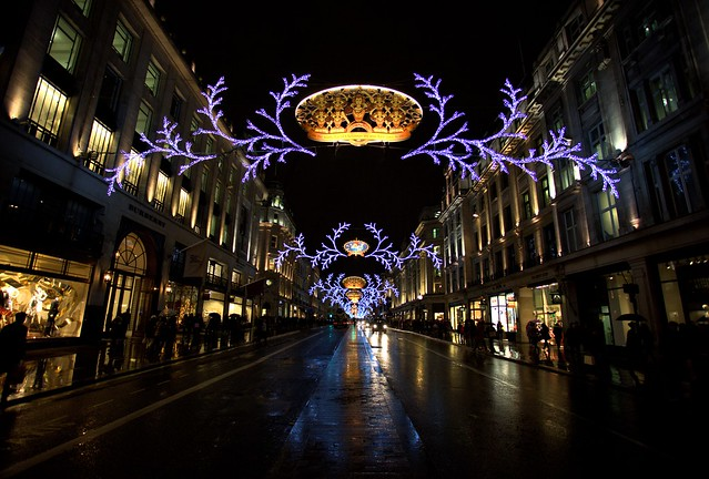 Regent Street - Christmas In London by Simon & His Camera via Flickr, used unmodified under CC BY-ND 2.0 license