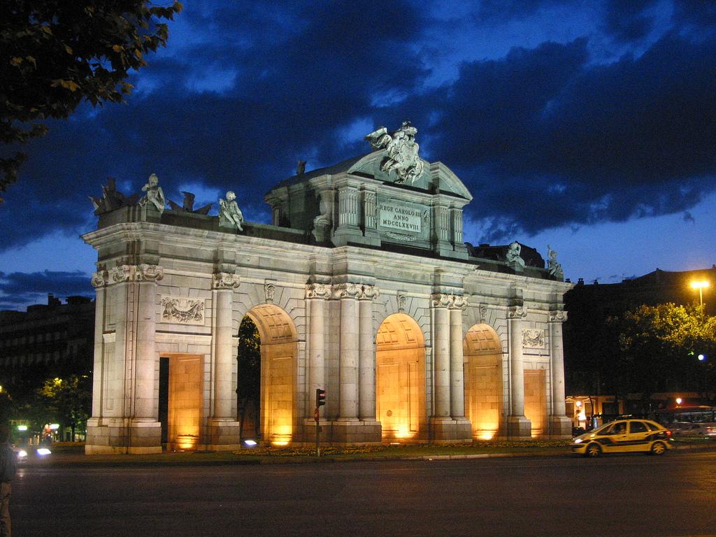 7. Bella estampa de la Puerta de Alcalá. Autor, Claudiki