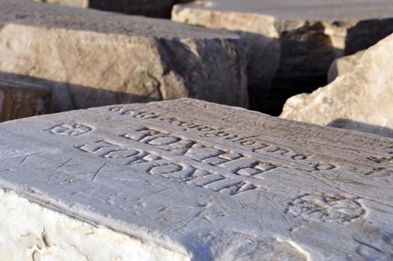 Inscripciones en los bloques de piedra del Templo de Poseidón Cabo Sounion Cabo Sounion y el Templo de Poseidón 12174009014 b5a69ff24f c