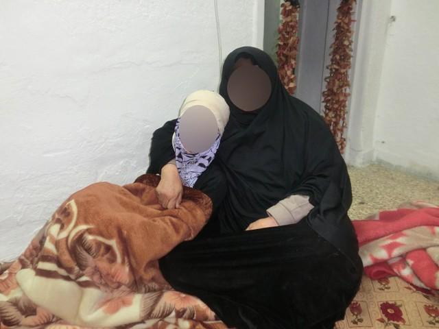 Zaynab al-Ayni with her mother