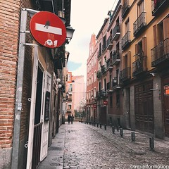 #streetart vs the #streets of #madrid #colours #roadsign #vsco #vscocam #wanderlust #travelgram #visitmadrid #visitamadrid #igmadrid #igespaña #guardiancities #guardiantravelsnaps #streetphotography #historic #city #centre #capital #citytrip #lonelyplanet