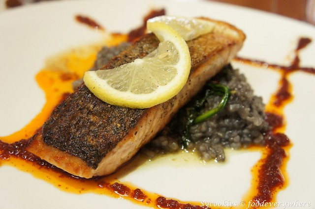 9.silverspoon publika -Norwegian Salmon Fillet RM 37-Served with squid ink risotto, sautéed spinach and tomato pate (2)