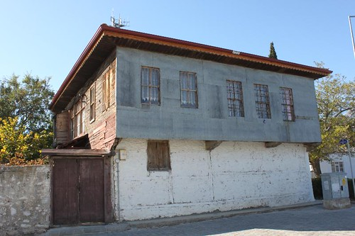 20131011_7090_typical-house_Small