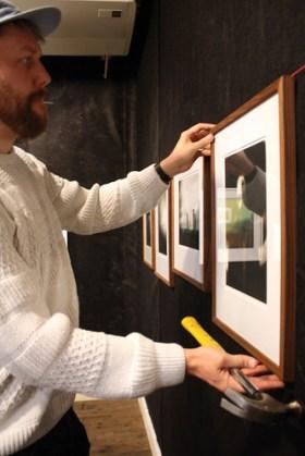Daniel Björkert hänger sina foton