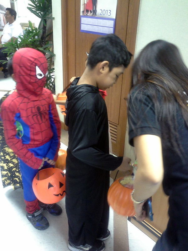 Makati City Hall Trick-or-Treat 20131030_141449