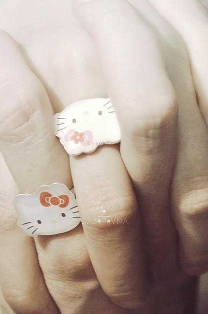sis couple rings : )