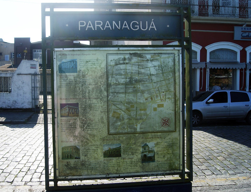 Praças são alvos de furtos de placa de bronze e prefeitura não repõe identificação 8