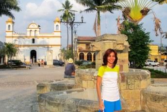 De boog kan niet altijd gespannen zijn, dus Lucía kwam weer langs en samen naar Copán. Met gelukkig weer een kerk.