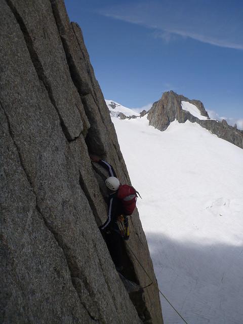 Alpinisti lungo l'ultima fessura