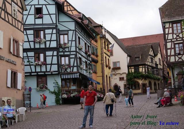 Calle principal de Riquewihr pueblo medieval