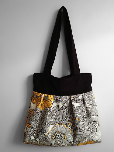 Pleated Tote 2 by intraordinary